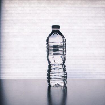 Pourquoi boire régulièrement de l'eau peut prévenir les douleurs articulaires ?